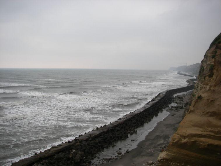 銚子崖下サーフィン